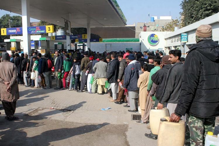 В какой стране самый дешёвый бензин? Топ-10 стран