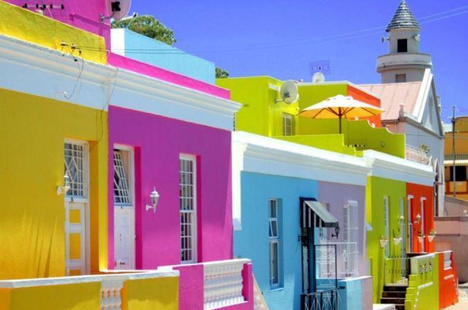 10 очаровательных городов с разноцветными домами
